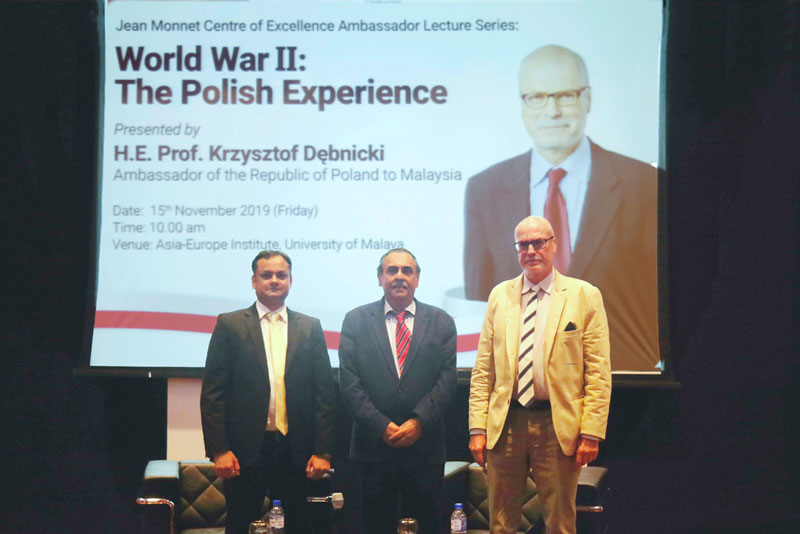 H.E. Professor Krzysztof Dębnicki with moderator of the day, Dr. Rahul Mishra (left) and Assoc. Prof. Dr. Jatswan Singh (middle), Acting Director of Asia-Europe Institute, University of Malaya (middle)