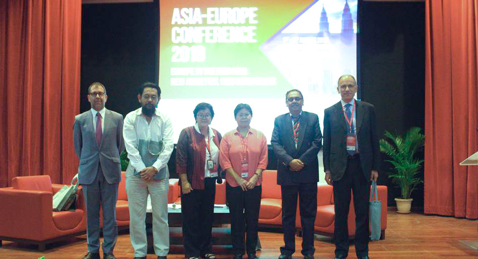 Session 2 panellists together with Prof. Dr. Sarinah Low, Deputy Executive Director (Research & Internationalisation) of AEI (3rd from left)