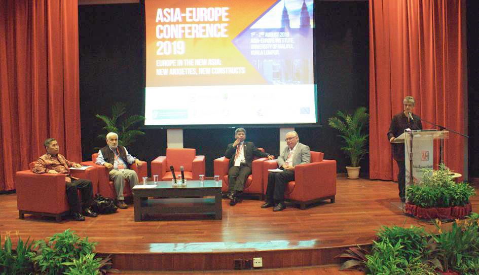 Left to right: Prof. Yanyan Mochamad Yani, Professor S.D. Muni, YM Raja Dato' Nushirwan Zainal Abidin, Dr. Paul Gillespie and Dr. Sharifah Munirah Syed Hussein Alatas