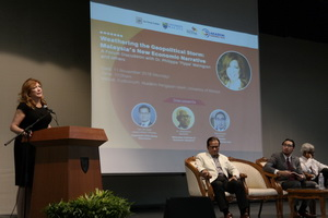 Left to right: Dr. Philippa 'Pippa' Malmgren, Tan Sri Abdul Ghani Othman (Chairman, Sime Darby Plantation Berhad), Mr. Wan Ahmad Fayhsal (moderator) & Dr Shankaran Nambiar (Head of Research, Malaysia Institute of Economic Research)