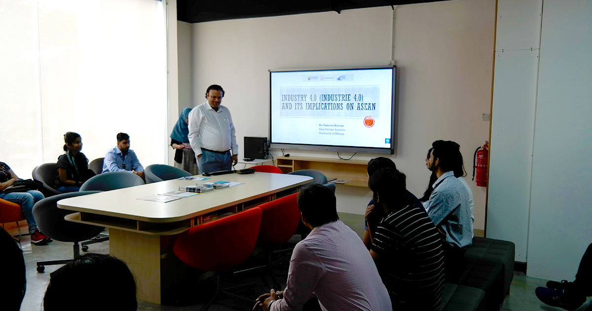Dr. Sameer Kumar, Senior Lecturer of Asia-Europe Institute delivered a special talk at MRC